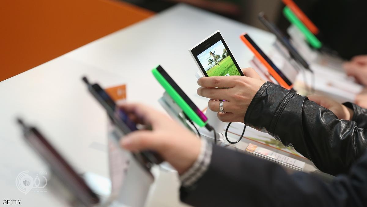 HANOVER, GERMANY - MARCH 16:  Visitors look at Windows-enabled smartphones, including the Nokia Lumia series, at the Microsoft stand the 2015 CeBIT technology trade fair on March 16, 2015 in Hanover, Germany. China is this year's CeBIT partner. CeBIT is the world's largest tech fair and will be open from March 16 through March 20.  (Photo by Sean Gallup/Getty Images)