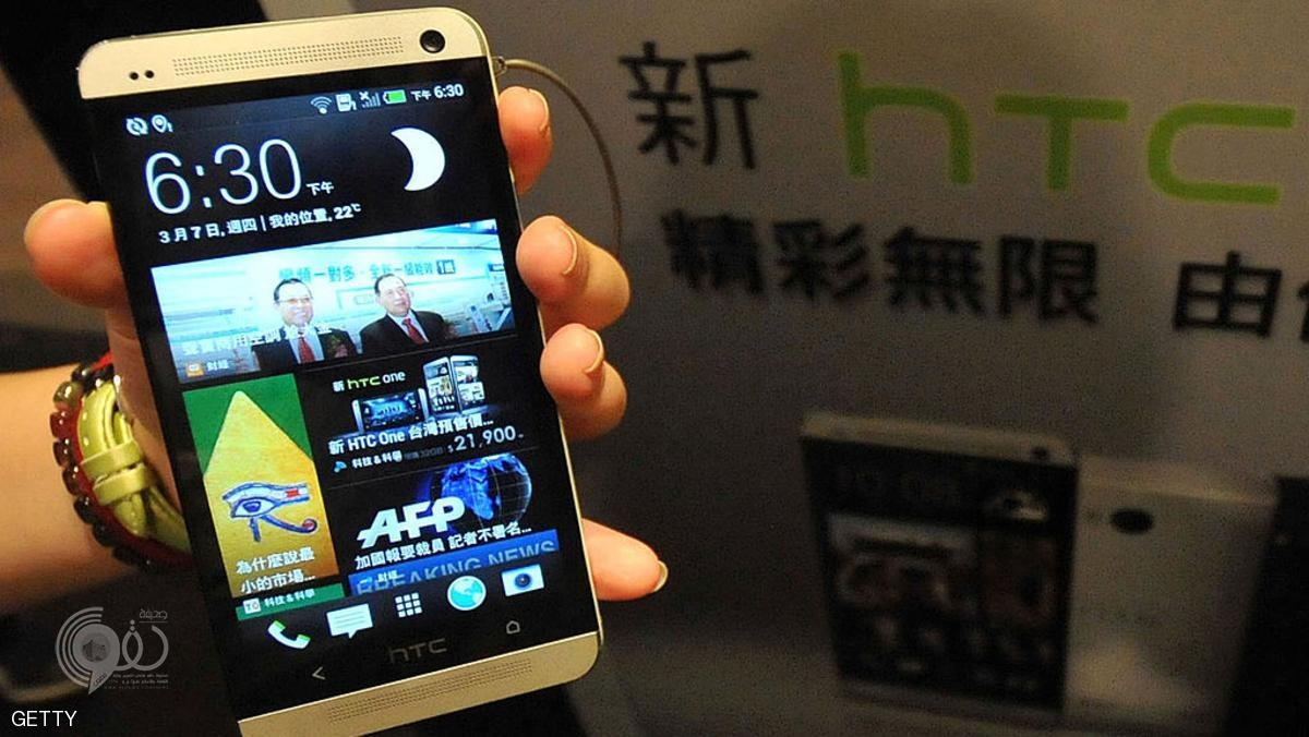 A staff member displays Taiwanese smartphone maker HTC's new 'HTC One' during a press conference in Taipei on March 7, 2013. AFP PHOTO / Mandy CHENG        (Photo credit should read Mandy Cheng/AFP/Getty Images)