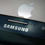 LONDON, ENGLAND - AUGUST 06: A Samsung and Apple smartphone are displayed on August 6, 2014 in London, England. Smartphone and tablet manufacturers Samsung and Apple have agreed to end all legal cases over patent infringements outside of the US.  (Photo by Peter Macdiarmid/Getty Images)