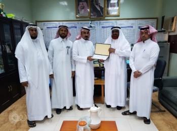 """هارون الرشيد تُوقع شراكة مجتمعية مع رجل الأعمال """"علي غانم نهاري"""" في مركز الحقو"""