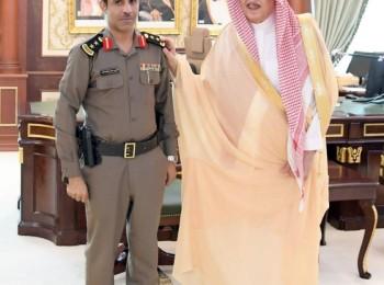 أمير منطقة جازان يقلّد قائد أمن الإمارة رتبته الجديدة