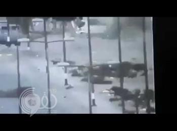 """شاهد .. فيديو لـ""""هجوم إرهابي"""" على جنود لـ""""الجيش المصري"""" أمام نقطة أمنية في العريش"""