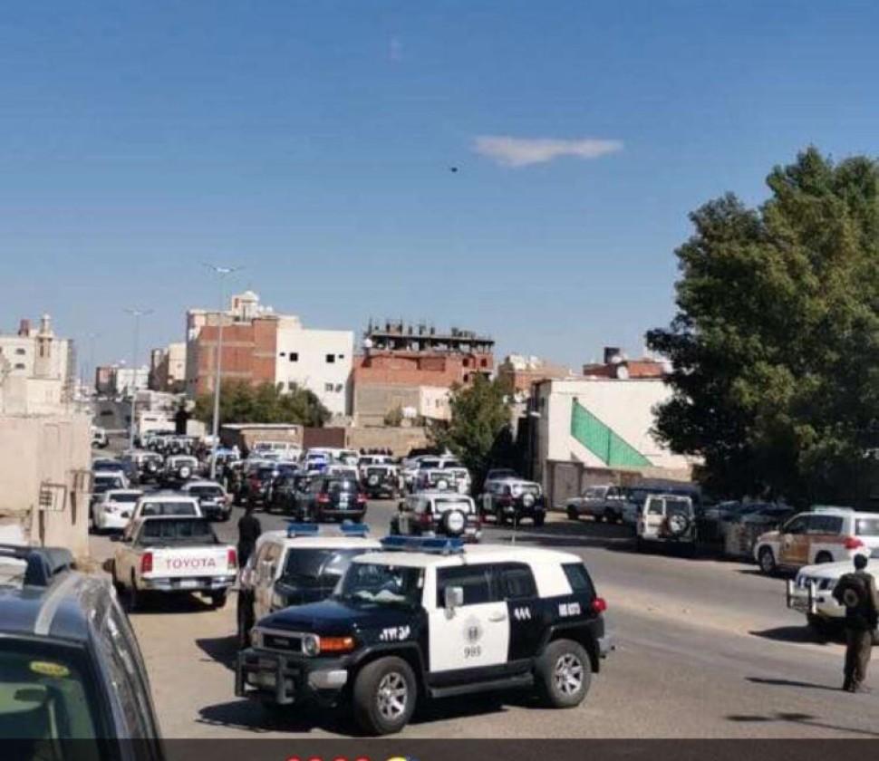 عاجل .. إطلاق نار على رجال أمن في المدينة .. وأنباء عن استشهاد ضابط متأثراً بإصابته – فيديو وصور
