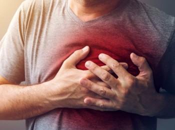 """""""جلس فيل على صدرك"""".. 3 أعراض تنبهك باقتراب الأزمة القلبية وحل فوري"""