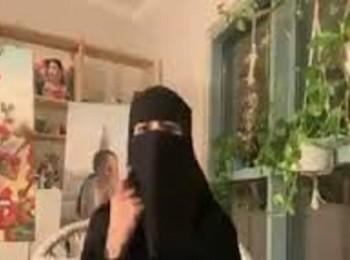 """مواطنة تفاجئ بموقف """"غير متوقع"""" من جدتها أثناء مداخلة لها على الهواء! – فيديو"""