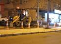 مركز الحقو | بعد سقوط شاحنه في أحد الحفريات فرق الصيانه تبدأ في معالجة الخلل
