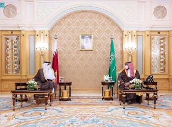 ولي العهد يلتقي أمير قطر على هامش قمة مبادرة الشرق الأوسط الأخضر