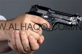 مواطن يعترض رئيس بلدية الريث بمسدس والأهالي يفضون الاشتباك