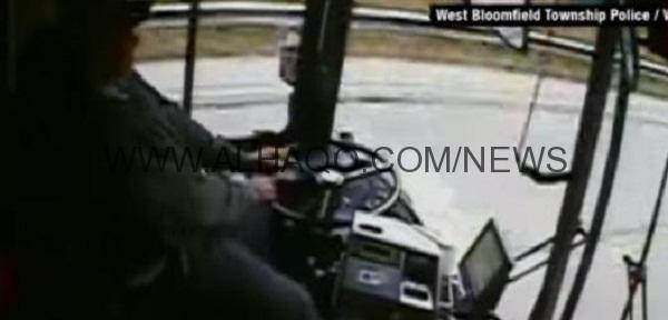 شاهد: ماذا حدث بعد نوم سائق حافلة خلال القيادة؟