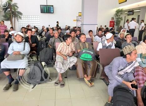 إندونيسيون: المملكة أنقذت أرواحنا بإجلائنا من اليمن عبر منفذ الطوال