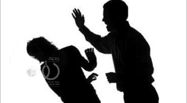 طالب يعتدي على مدير مدرسة بالضرب ويكسر يده بسبب باسوورد الإنترنت
