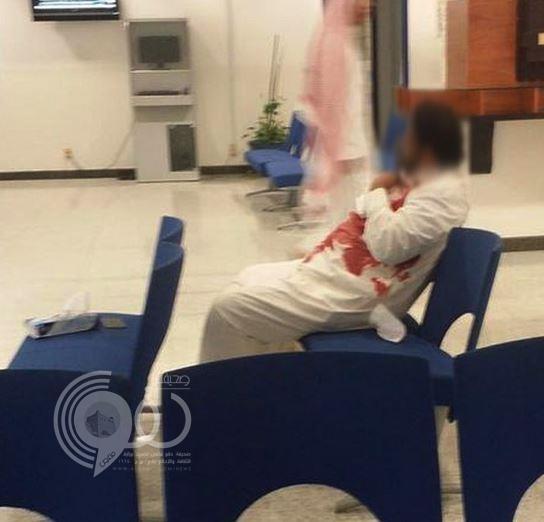 """طعن موظف في """"أمانة جدة"""" على يد شقيقه أمام المراجعين (صور)"""
