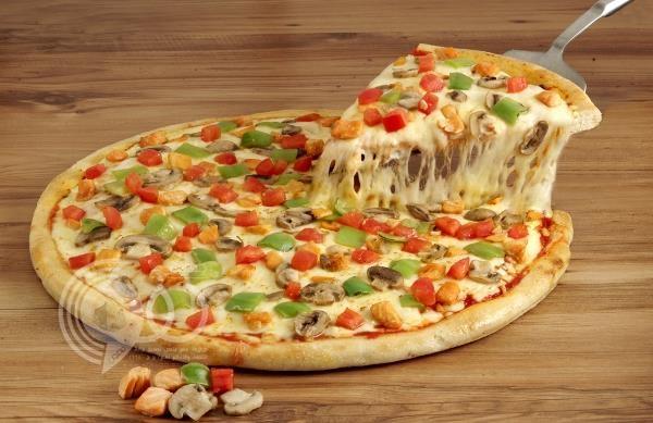 قطعة بيتزا تقود إلى هوية سفاح قتل 4 أشخاص