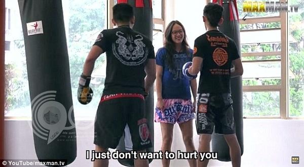 فيديو: 5 مليون مشاهدة لفتاة تايلندية تهزم 3 شبان