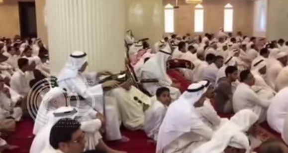 فيديو جديد يكشف رد فعل المصلين في مسجد العنود لحظة سماع صوت الانفجار