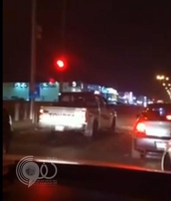 فيديو.. مواطنة تستعين بشقيقها لارتكاب مخالفات بسيارة زوجها انتقاماً منه