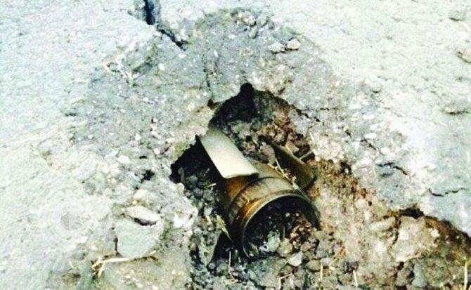 """""""مقذوف حوثي"""" يصيب 3 عمال بالحرث.. و """"المدني"""" يباشر"""