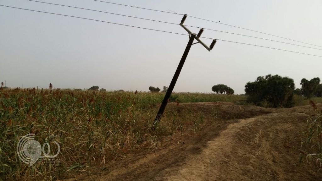 كهرباء الحقو تتجاهل بلاغ المواطنين بشأن عمود مائل