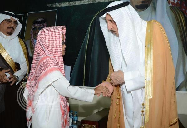 """أمير جازان يعزي أسرة """"الغزواني"""" أول شهيد في """"رمضان"""""""