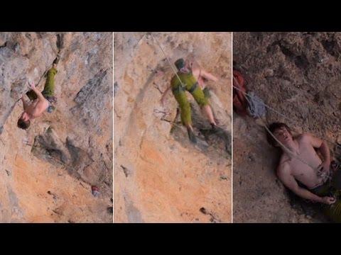 شاهد: لقطات مروعة للحظة سقوط متسلق من أعلى جبل