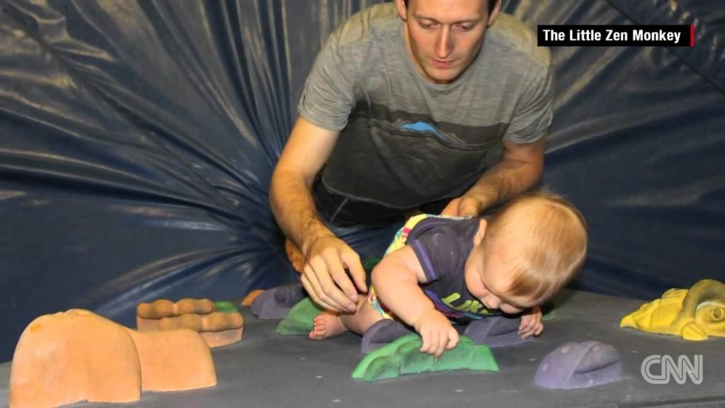 فيديو: طفلة لم تتعلم المشى قادرة على تسلق الجدران