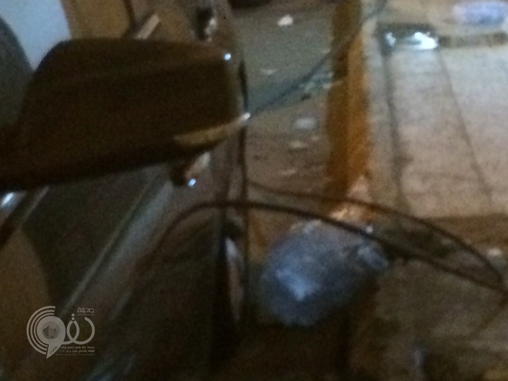 سقوط كيبل كهربائي على مركبتة بجازان .. وسائقها ينجو من موت محقق .. صور