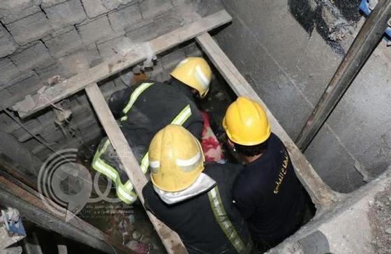 مصرع وإصابة مصريين إثر سقوطهما في بئريْ مصعد عمارتين بمكة