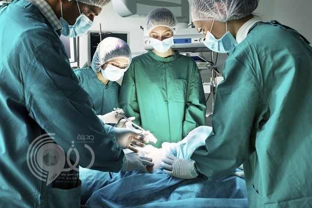 مريض أمريكي يسجل لأطباء سخريتهم منه أثناء الجراحة فيربح نصف مليون دولار