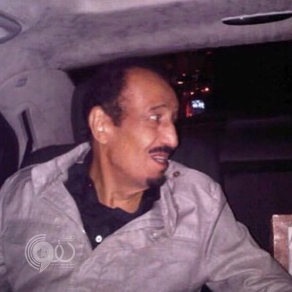"""""""نواف بن فيصل"""" ينشر صورة حديثة للملك سلمان التقطت خلال إجازته خارج المملكة"""