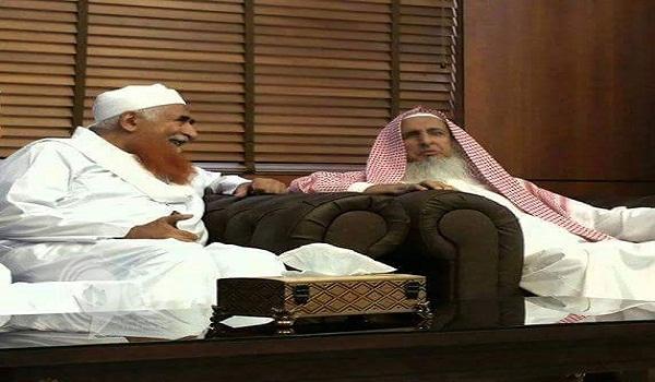 """في أول لقاء.. حديث """"باسم"""" بين مفتي المملكة والشيخ """"الزنداني"""""""