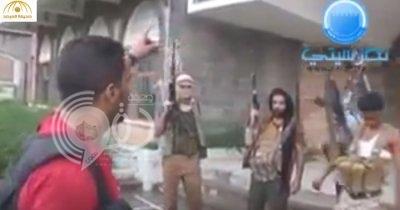 """شاهد بالفيديو : لحظة دخول مسلحي المقاومة الشعبية قصر""""المخلوع صالح """"في تعز"""