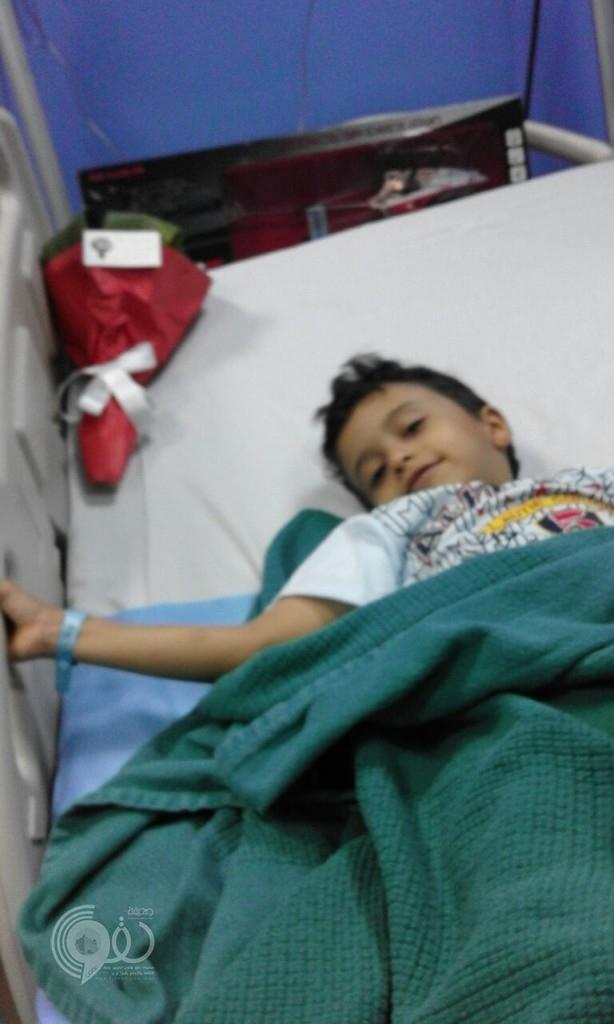 """الطفل """"فيصل الحقوي"""" يتعرض لحادث دهس امام بوابة قصر الحياة"""