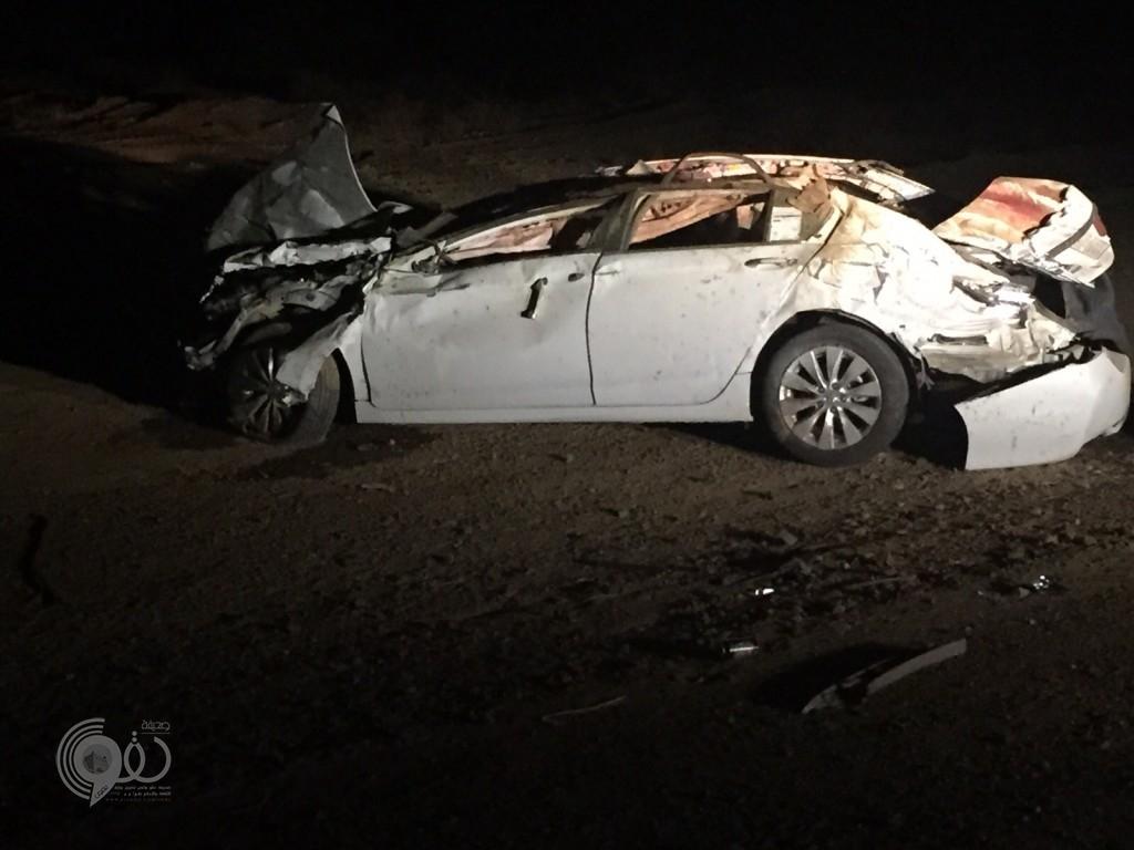 جمال سائبة تتسبب في وفاة مواطن واصابة اخرين بحادث على طريق مركز الحقو