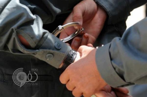 """شرطة وهيئة جازان تُوقِعان بـ""""شاب مبتز"""" يعمل في قطاع أمني"""