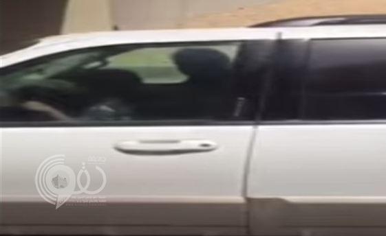 """بالفيديو.. طفل يقود سيارة """"جيب"""" بالدائري الشرقي بالرياض"""