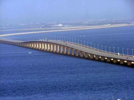 مع عودة الحجيج جسر الملك فهد يشهد أعلى كثافة مسافرين منذ إنشائه
