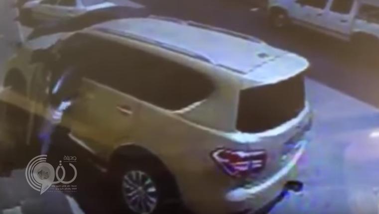 مغردون يتداولون فيديو قالوا إنه لمحاولة خطف طفل من أمام منزله بالرياض