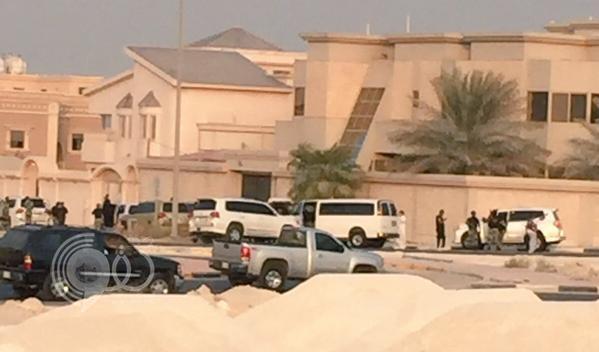 بالصور: السلطات السعودية تداهم منزل في الظهران وتلقي القبض على مطلوبين