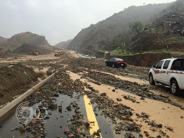 أمطار جازان تقطع طريق الريث الجبلي الجديد .. صور