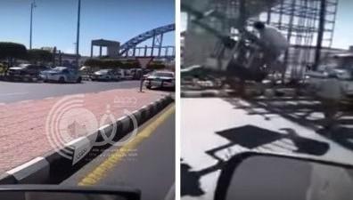 """بالفيديو: سقوط جسر مشاة على طريق """"أبها – خميس مشيط"""""""