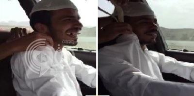 بالفيديو: شاب يقوم بحركة خطيرة أثناء قيادة السيارة ويضحك بشكل هستيري!!