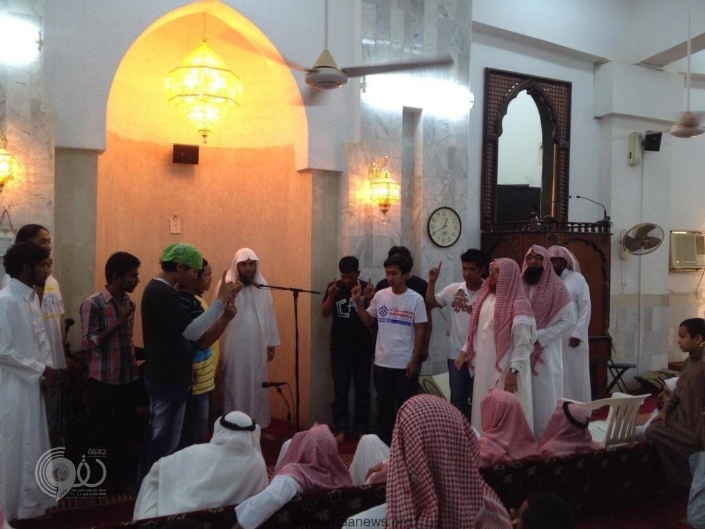 """""""11"""" شابا يعلنون اسلامهم في مكتب دعوة الجاليات بمحافظة بيش"""