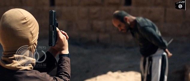بالصور والفيديو :شاهد..جديد داعش.. أطفال يعدمون رهائن في سوريا