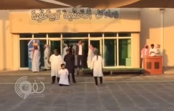 فيديو: طلاب ثانوية بالجبيل يؤدون مشهداً تمثيلياً تحذيرا من داعش يجتذب الإعجاب
