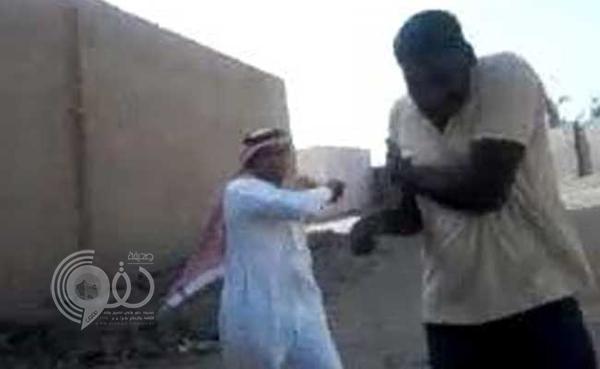 """مقطع فيديو لـ""""سعودي"""" يضرب عمالة هندية يثير غضباً في """"كيرلا"""""""
