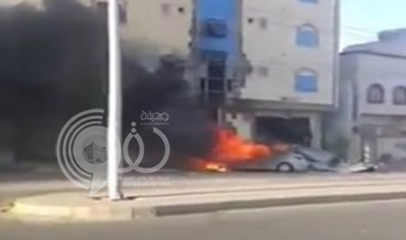 بالفيديو:شاهد لحظة سقوط مقذوف حوثي على سيارة متوقفة في نجران