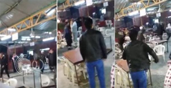 فيديو: معتمرون أردنيون يضربون عمالة داخل مطعم بتبوك