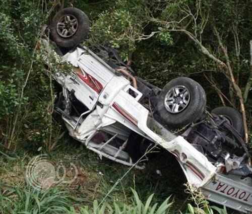 بالصور : سقوط سيارة من ارتفاع  50 متراً ونجاة قائدها في جازان