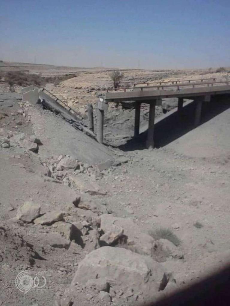 الحوثيون يفجِّرون جسر مرهبة لوقف تقدم الجيش والمقاومة