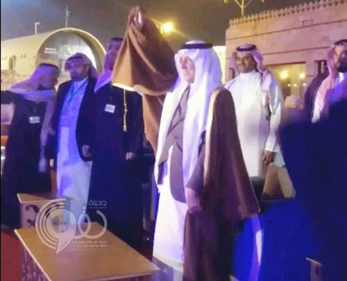 فيديو: خالد الفيصل يتفاعل مع موروث شعبي لمنطقة مكة